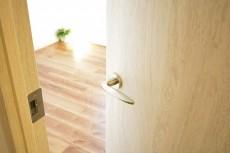 クレッセント目黒Ⅱ 4.6帖洋室ドア