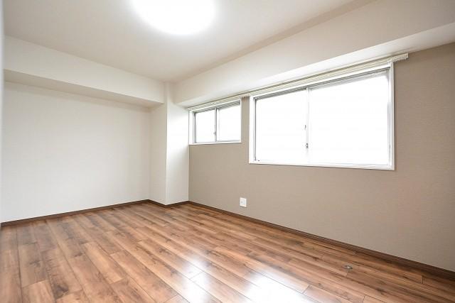 シャトー赤坂台 7.1帖洋室