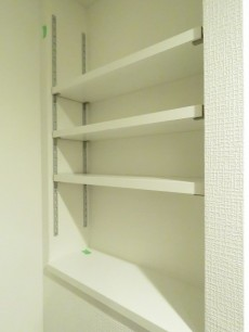 祖師谷大蔵サマリヤマンション 洗濯機置場横の棚