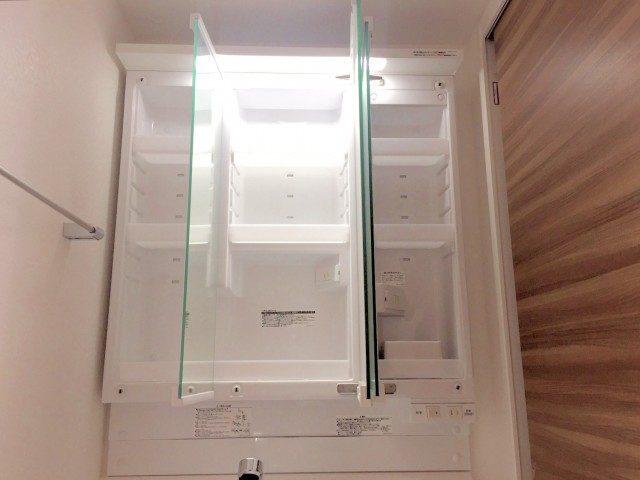ラインコーポ箱崎 (69) 3面鏡を開けると収納になってます 便利 便利