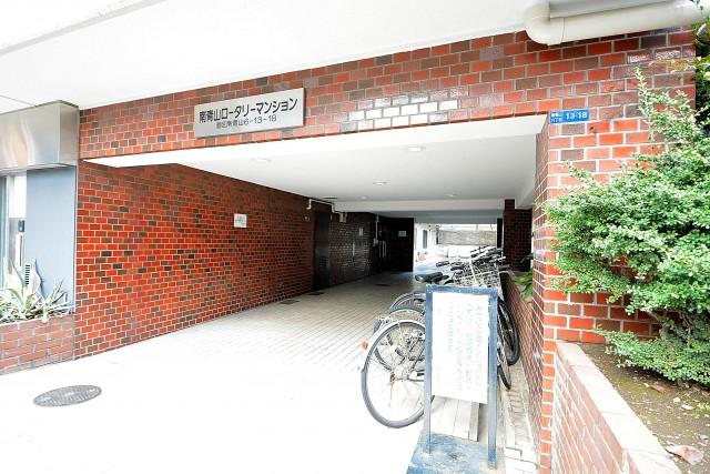 南青山ロータリーマンション エントランス