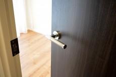 第18宮庭マンション 4.3帖洋室ドア