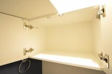 クレール東山 トイレの吊戸棚