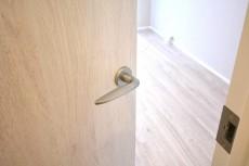 クレール東山 4.5帖洋室ドア