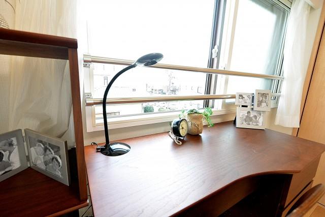 南青山ロータリーマンション 5.0帖洋室のデスク