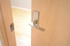 ニューウェルハイツ高輪 約5.1帖洋室ドア