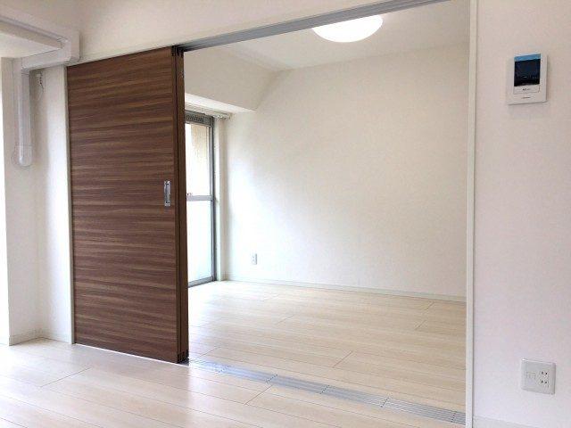 ラインコーポ箱崎 (42) この3枚扉 左側に寄せることもできます