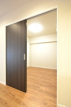 芝公園アビタシオン 4.5帖洋室ドア