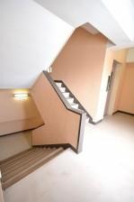 三軒茶屋ターミナルビル 共用スペース 階段