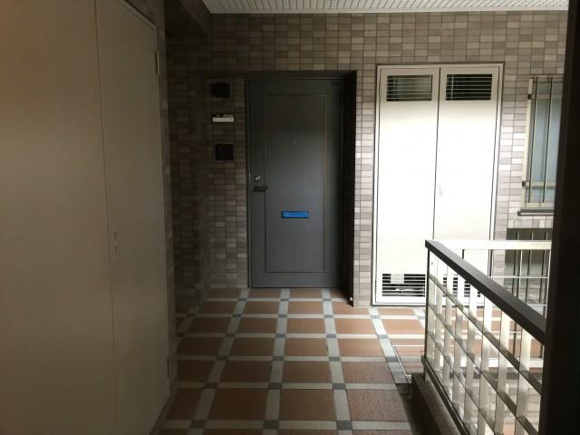 桜丘フラット 玄関前