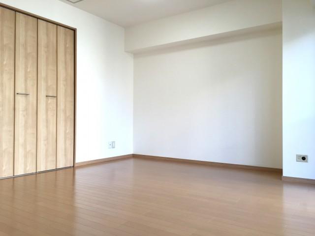 秀和新川レジデンス 洋室
