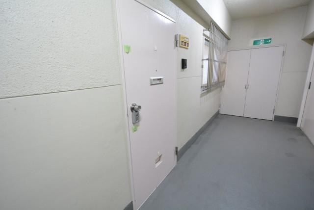 マンション駒場301号室 玄関
