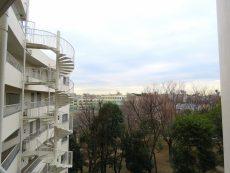 落合公園ハウス 共用階段眺望