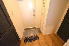 第八宮庭マンション5B号室 玄関