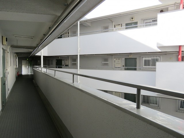 戸山ハイツ 共用廊下