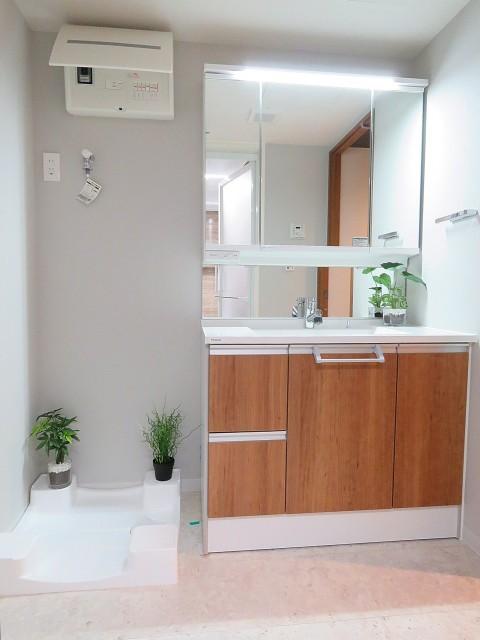 三田ナショナルコート 洗濯機置場と洗面化粧台