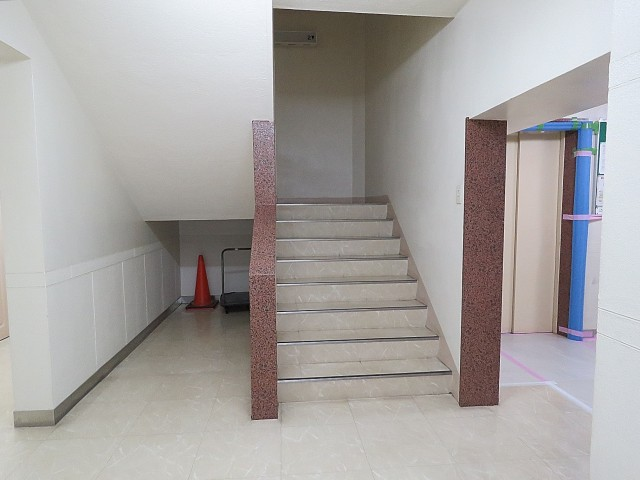ライオンズマンション南平台 階段