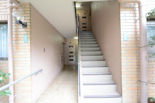 アルス弦巻 階段で上へ