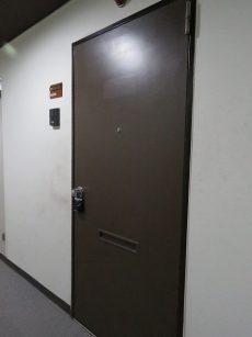 ラフィネ東銀座 玄関扉