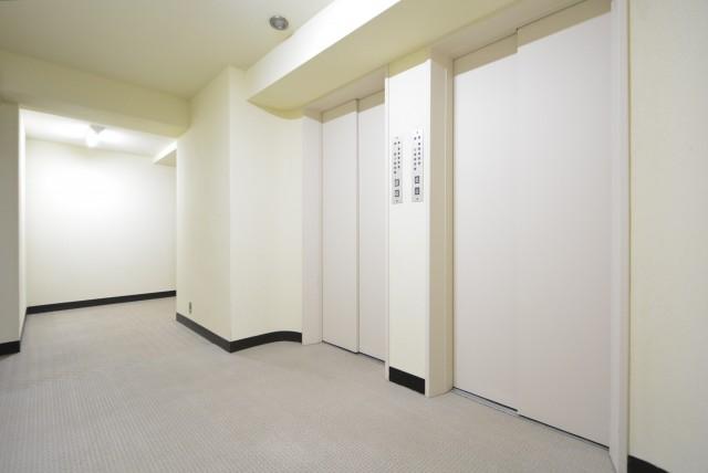 ファミール築地 玄関