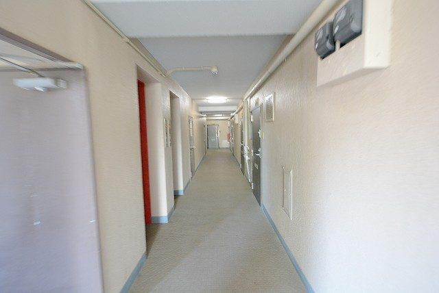 シャトレ明大前 外廊下
