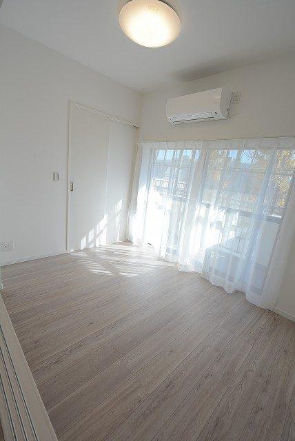 世田谷ピロティ 204 洋室