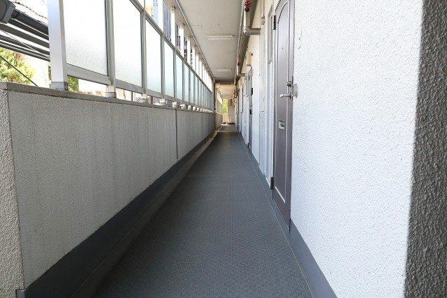 東中野ハイム 玄関前 廊下