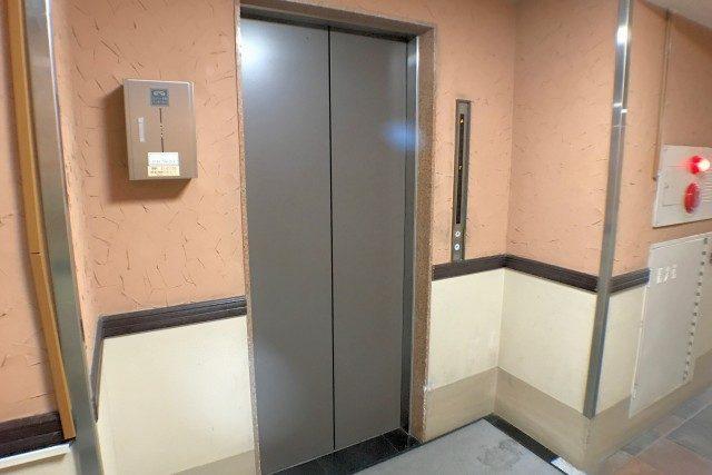 麻布霞町マンション エントランス
