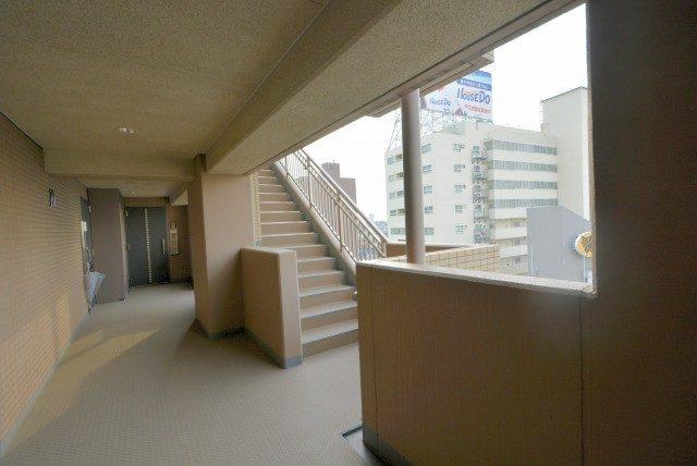 グラーサ駒沢大学 玄関