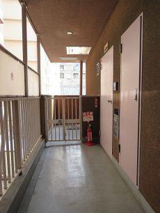 ノア渋谷パートⅡ 玄関前