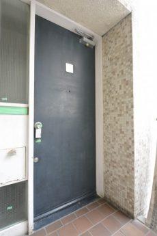 川口アパートメント 玄関