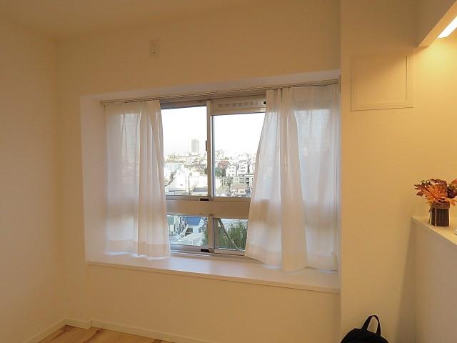 グリーンヒル新宿 LDK窓