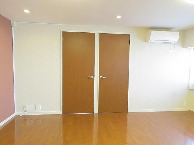 秀和六本木レジデンス 洋室扉