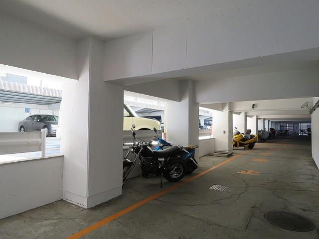 松見坂武蔵野マンション 駐車場、バイク置場