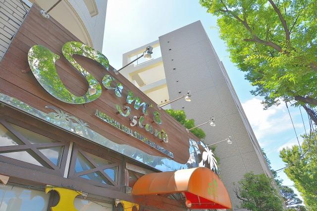 ㉝商店街を抜けて甲州街道に出てきました。こちらはハワイ料理屋さんです!