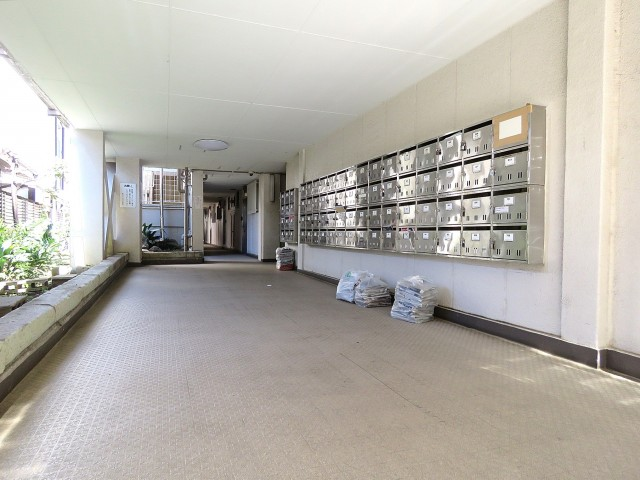 東山コーポラス エントランスホール