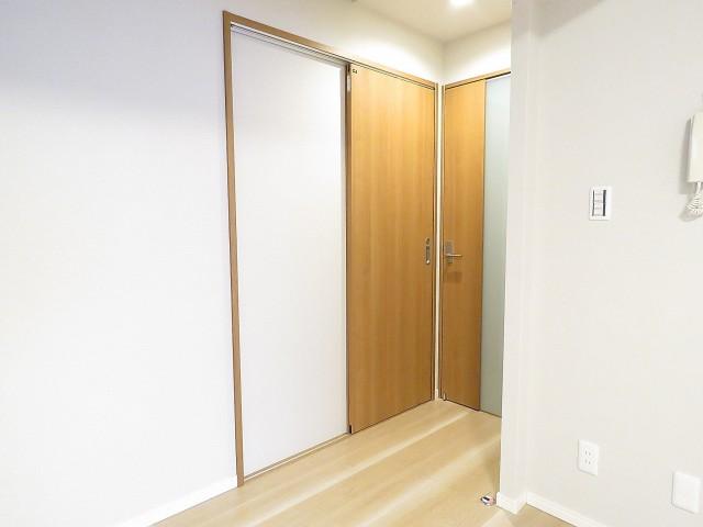 入谷アムフラット 洗面室扉