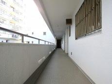 マンション雅叙苑 共用廊下
