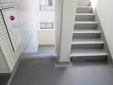 朝日プラザ北新宿 共用階段