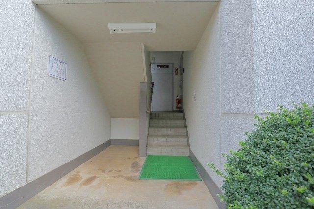 日商岩井桜新町マンション 玄関前