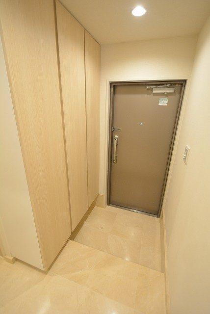 三田ナショナルコート 玄関