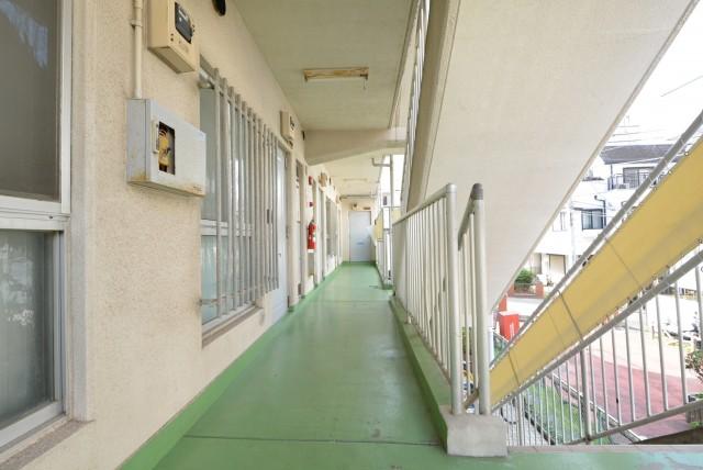 ビッグ武蔵野池袋 階段・外廊下