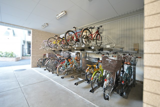 藤和学芸大学ホームズⅡ 駐車場、駐輪場