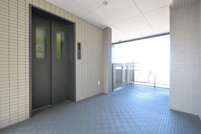 クレッセント渋谷神泉 玄関
