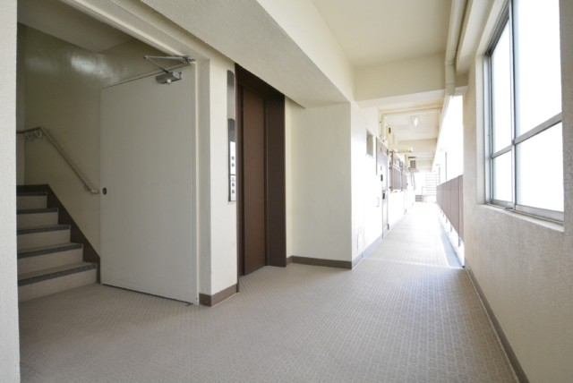 初台中央マンション 玄関