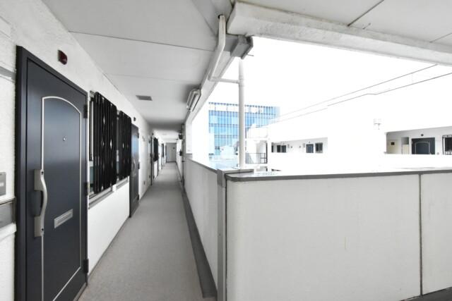 秀和目黒駅前レジデンス 玄関