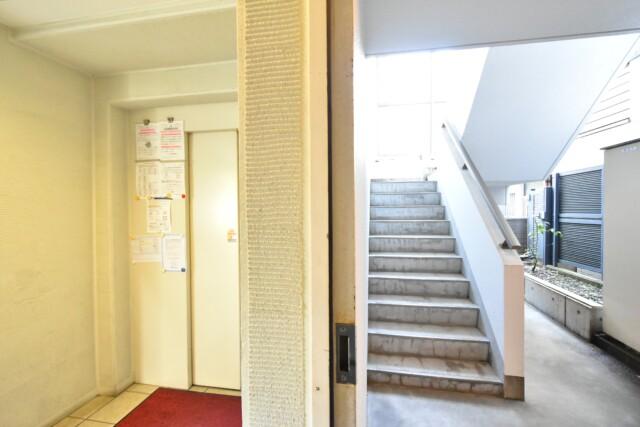 リシェ大井 エレベーター・階段