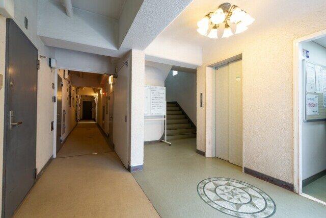 秀和高樹町レジデンス エレベーターホール